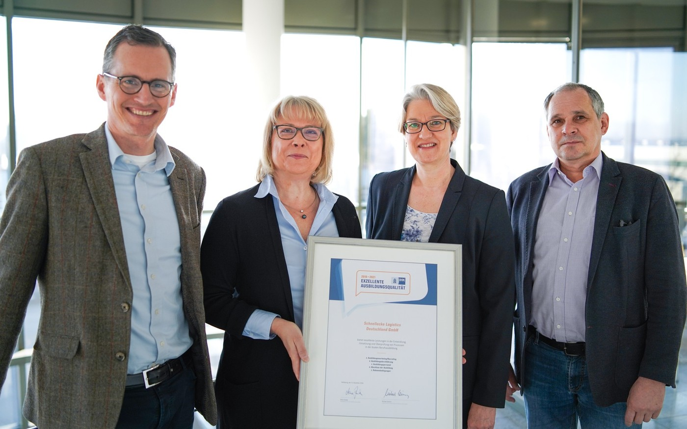 Schnellecke awarded IHK seal for excellent training quality